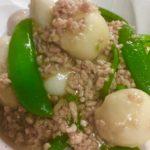冷凍里芋とスナップえんどうのそぼろ煮
